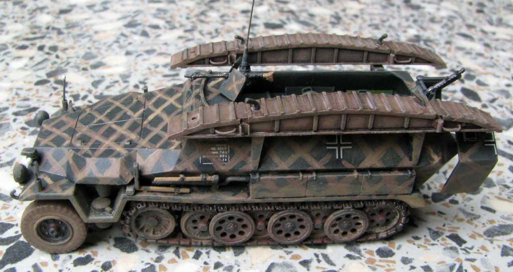 1:72 Revell Sd. Kfz. 251/7 Ausf. C by Pawel